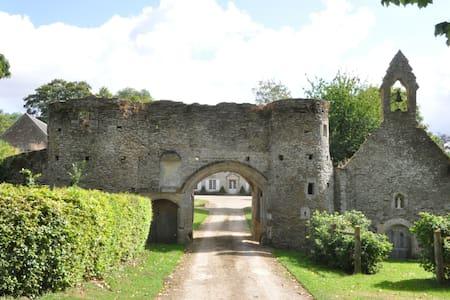 Gite dans le parc du Chateau - Tournay-sur-Odon