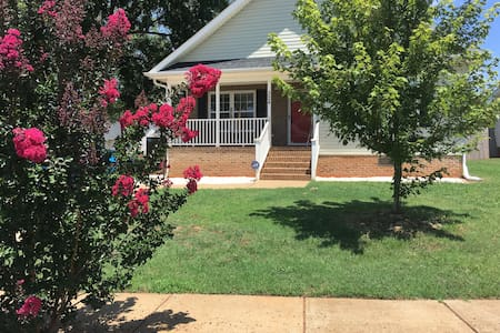 Surrounding Downtown, Beautiful Room, Quiet Place - Greenville - Hus