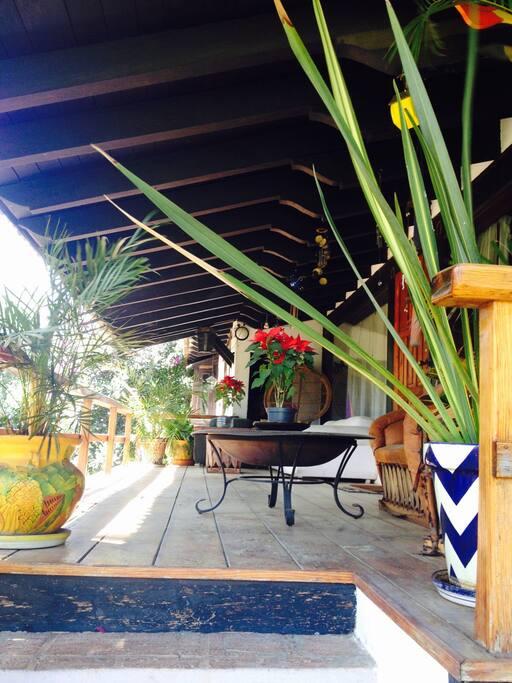 La terraza, ideal para pasar la tarde o estar viendo la lluvia.