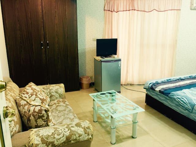 204 cozy suite fr3 , 5 min MRT IN CBD 北車旁獨立電梯捷運三人房