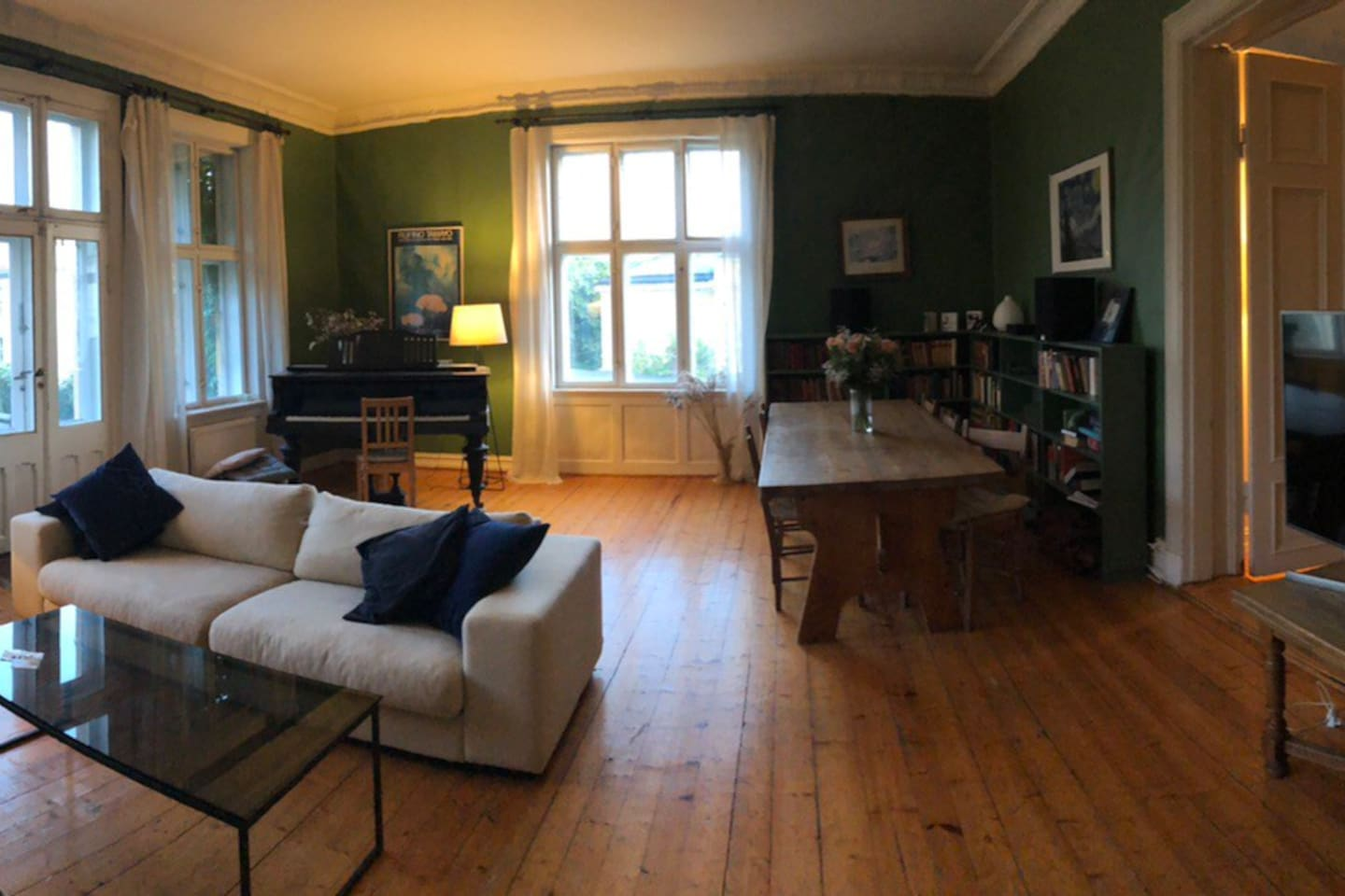 Huge Apartment with everything you need in a  beautiful neighborhood close to everything in the city of Oslo.