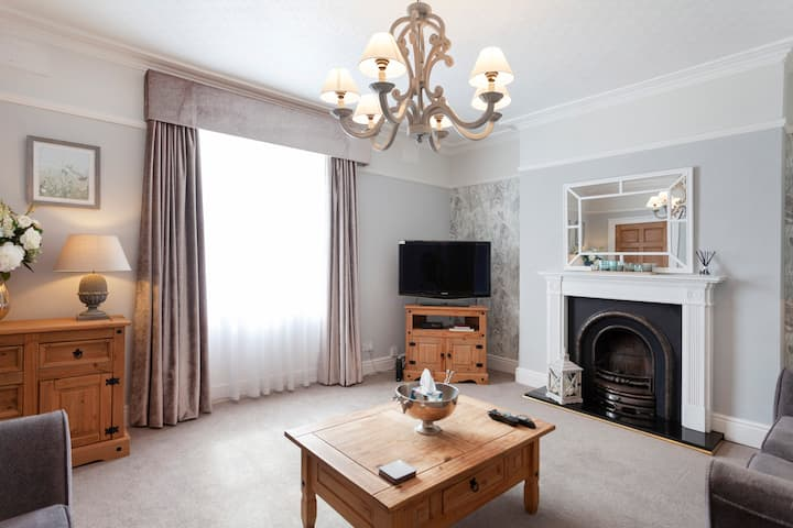 Luxury Apartment in Market Town Centre. Sleeps 4