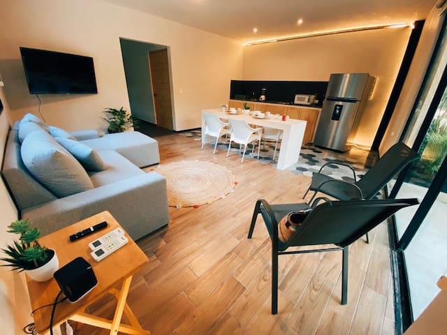 Smart TV, WiFi. Remote working excellent option!  Excelente opción para nómadas digitales, para aquellos que prefieren hacer su home office en un ambiente diferente!