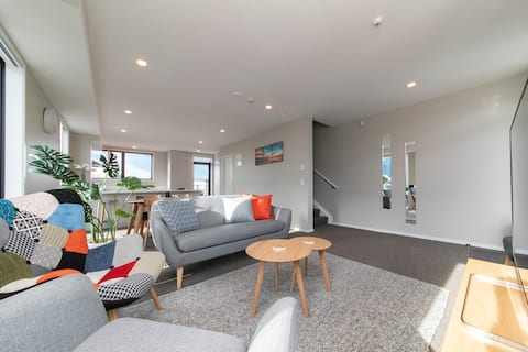 Five Star City Townhouse with a Carpark!