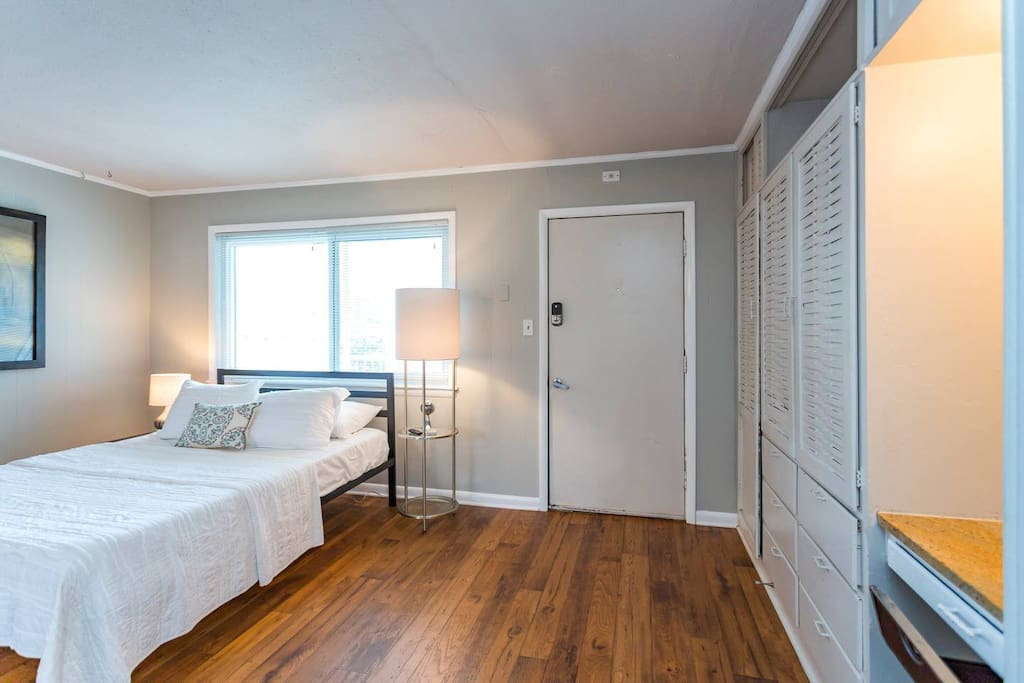 """This space was perfect for my two week stay in Nashville! It's the perfect size for two people, clean and quiet, and was close to anything we wanted to do. Would definitely recommend to any friends or family coming through town."""
