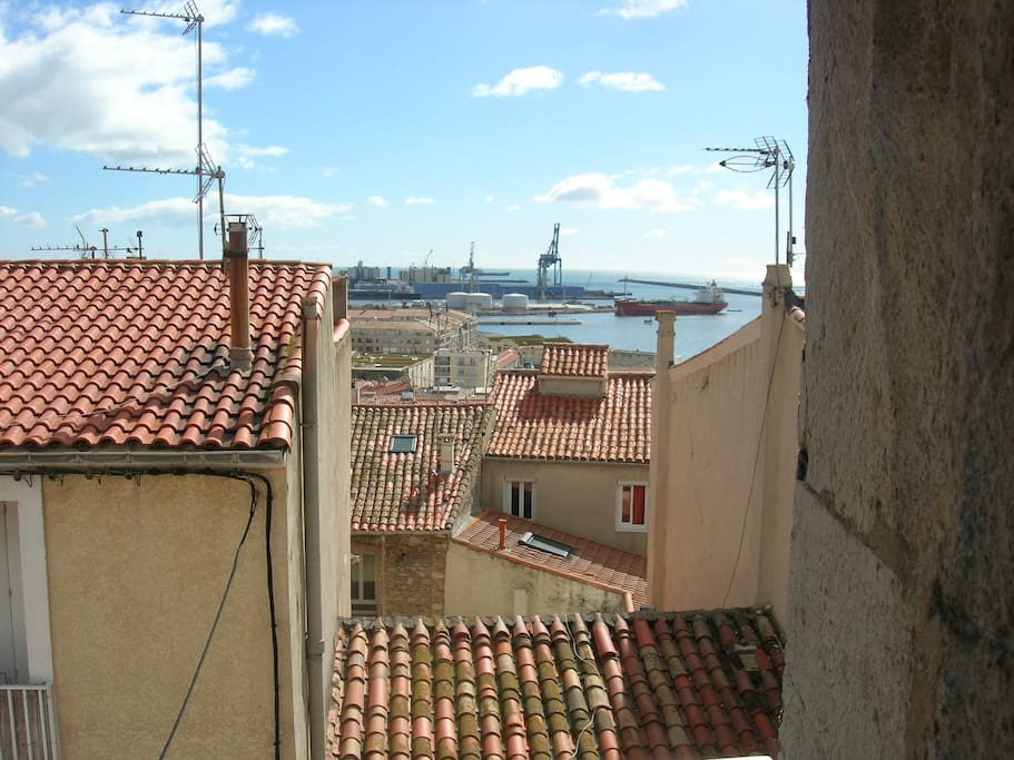 vue sur le port depuis la pièce à vivre