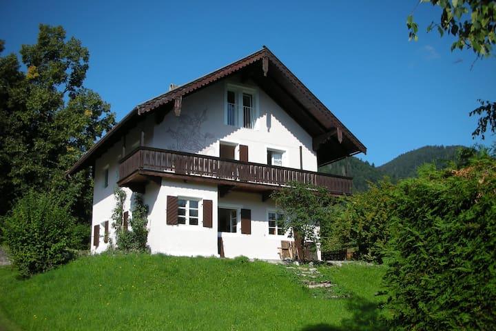 Schnucklige Wohnung mit Garten mitten im Ort