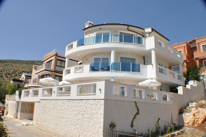 Luxury Villa With Pool, 50m To Sea