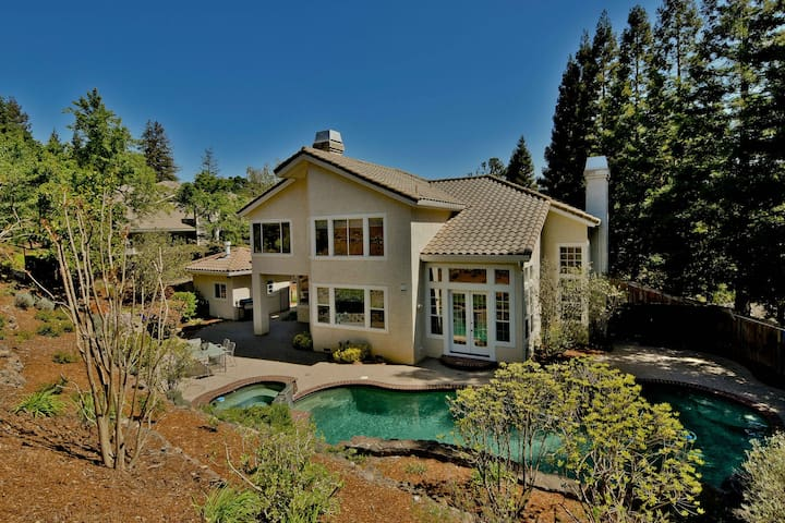 Luxury home w/ pool; resort feel - Walnut Creek - Hus