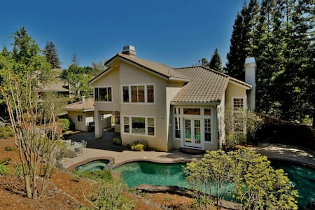 Luxury home w/ pool; resort feel - Walnut Creek - Haus