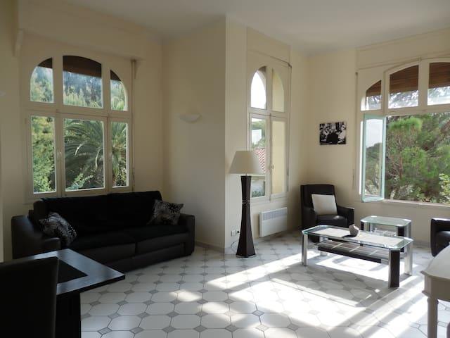 A louer AGAY Grand F2 dans demeure bourgeoise - Saint-Raphaël - Appartement