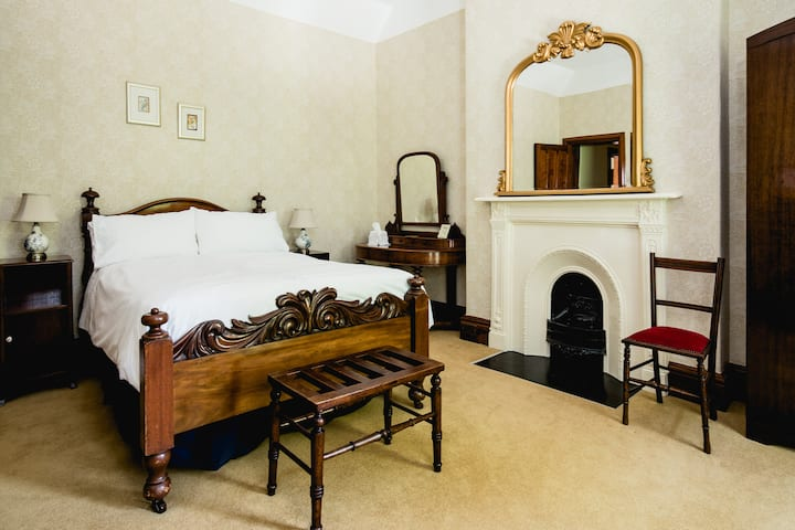 Kiltariff Hall Country House - The Red Kite Room