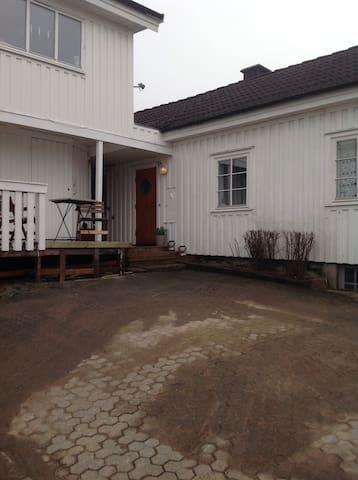 Central pittoresk stuga - Strömstad - บ้าน