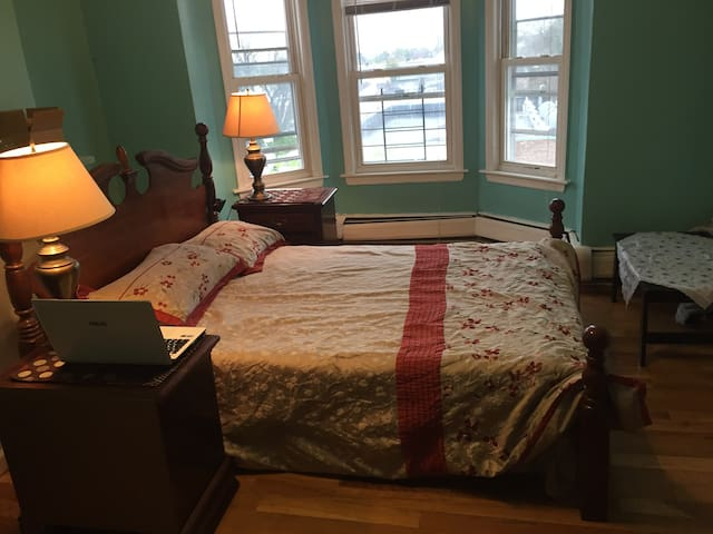 A Temp Master Room for Rent on Dec - Kearny