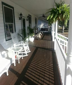 Beautiful Beach Ranch on Oak Island - Oak Island - Huis