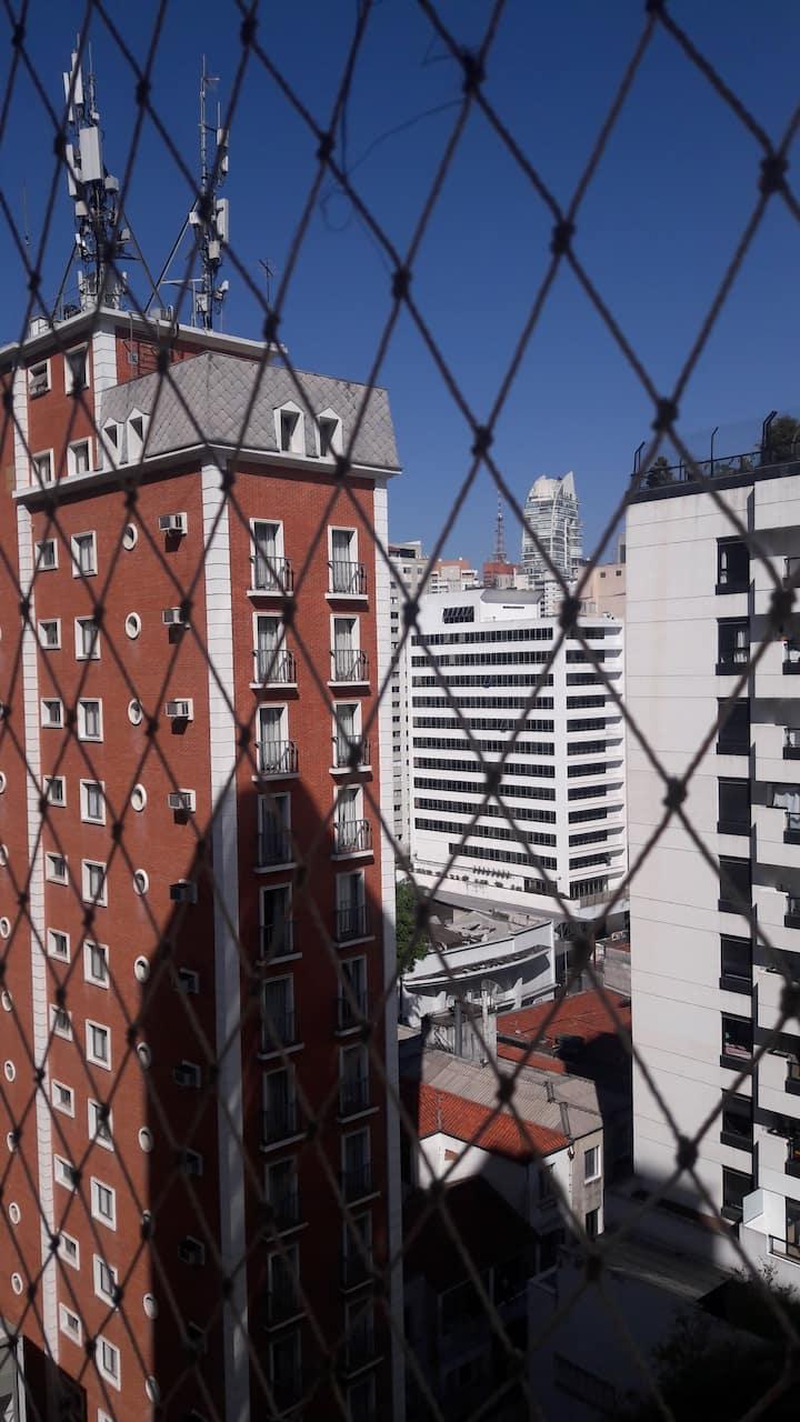 Quarto preço acessível perto Av.Paulista e Metro