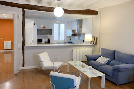Charming Spacious Apartment. Unbeatable location!