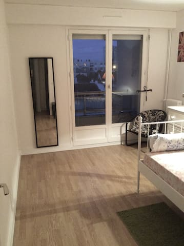 Sophie's spacious and light 2-bedroom apartment - Chatou
