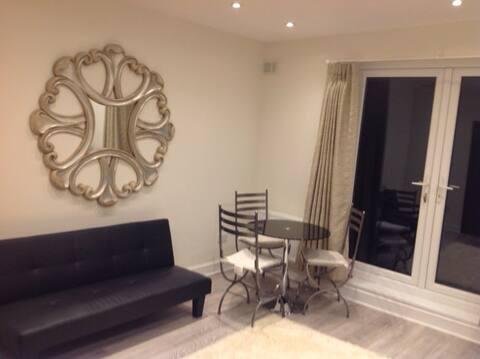 New Hampstead Heath Flat - 550 sq ft