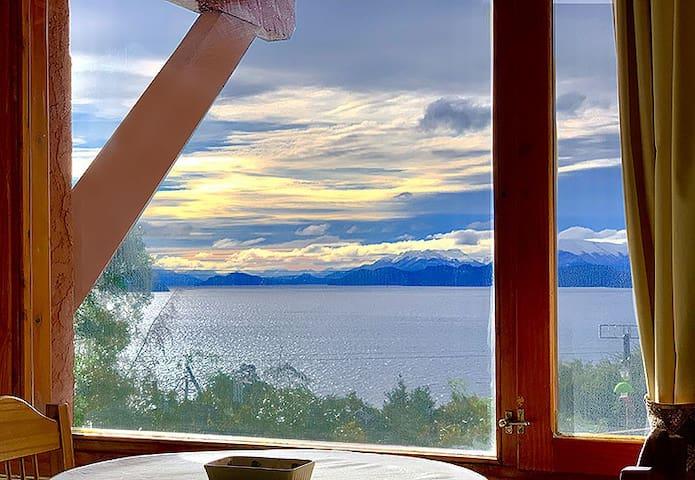 """Bariloche, cabañas en Llao LLao """"Vista al Lago"""""""