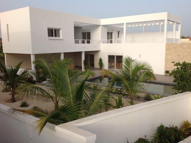 Villa de luxe contemporaine avec piscine