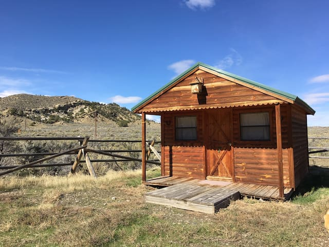 One Room Cabin #7 - Thermopolis - Stuga