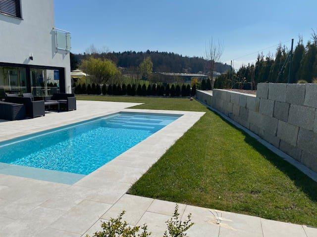 Fühl dich wie zu Hause! Privatzimmer mit Pool.