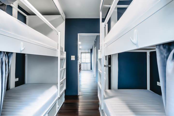 Bunk bed for 2 with free WiFi 50m to Khaosan