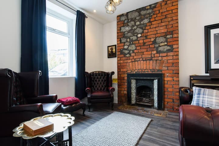 Amazing House! central cardiff with parking