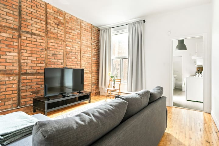 Mile-End - Upscale 1BR w/ Private Terrace