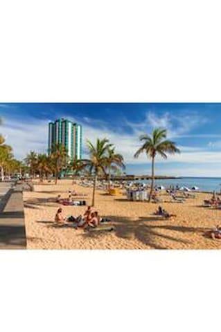 Avenida arrecife beach