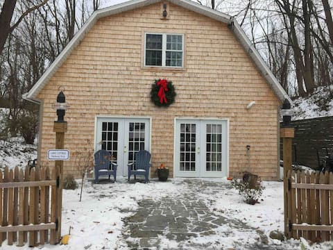 Skaneateles Lake Cottage - Private Retreat!