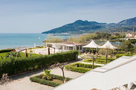 residence direttamente sul mare (camera hotel 18a) - Policastro Bussentino - Apartament