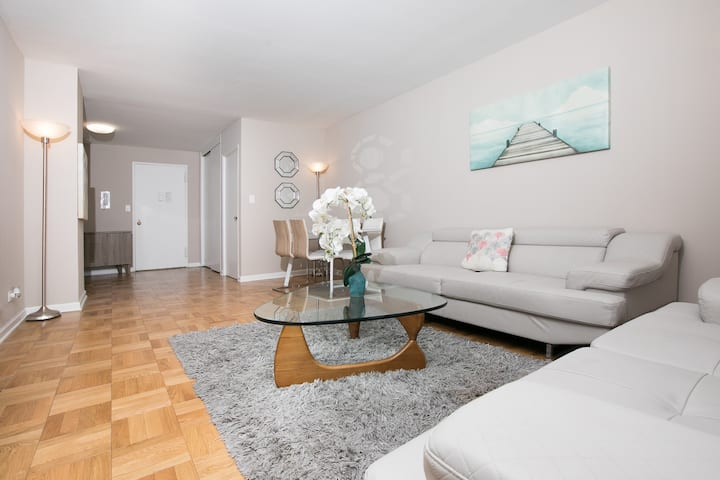 Upper East Side Large 2 Bedrooms 2 Baths Balcony