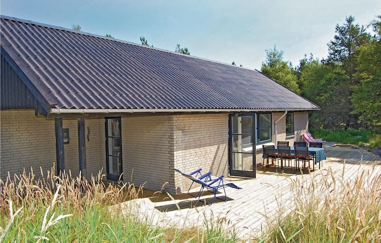 Holiday cottage with 2 bedrooms on 96m² in Rømø