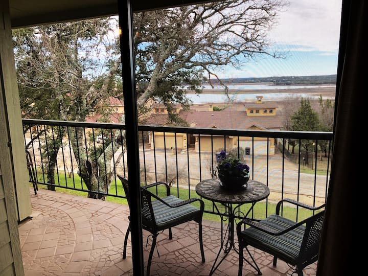 Lake Breeze - Canyon Lake condo with a view!