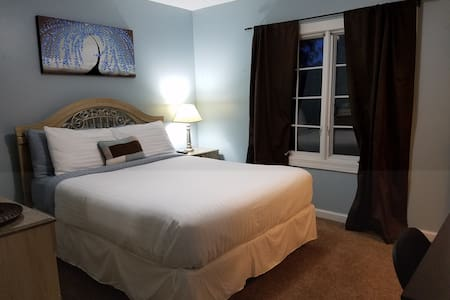 Cozy Queen Room | Near E-town & Ft. Knox - Elizabethtown