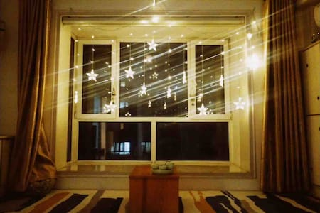 人民广场清新风一室一厅一卫&客厅榻榻米+卧室大飘窗