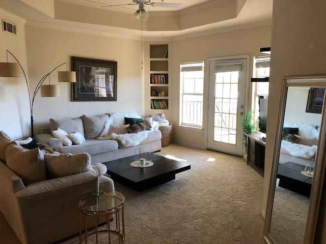 Perfect Vacay budget friendly Private room/bathrm