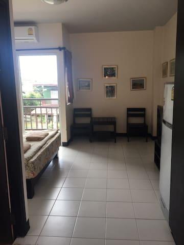 กฤตพร รีสอร์ท - Tambon Nong Mai Daeng - Apartment