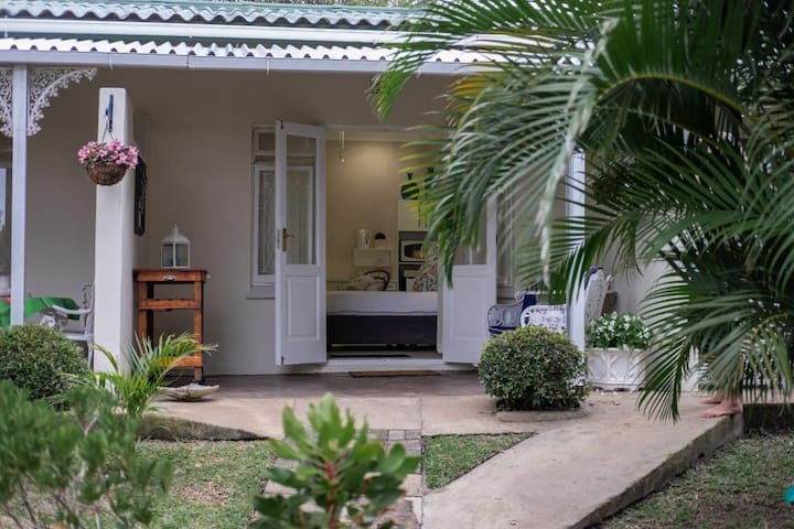 Semi self-catering Protea Suite