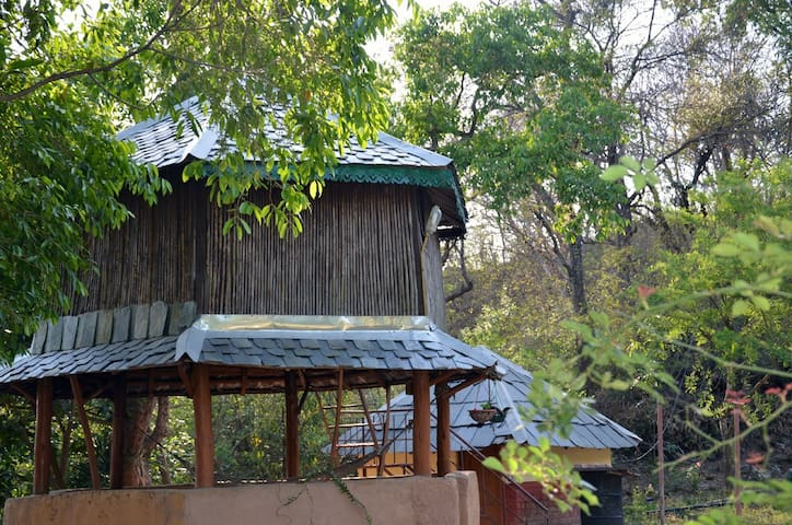 Bontlu Hut (Bamboo Hut) in the wild - Kangra - Baraka