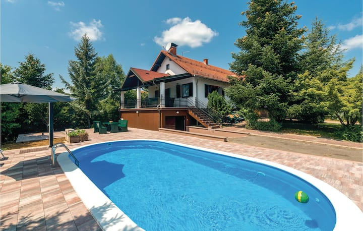 Stunning home in Ovcara with WiFi and 2 Bedrooms