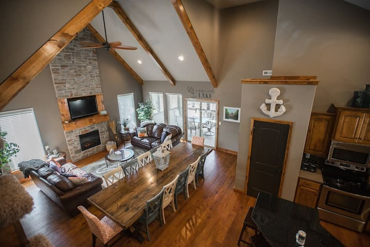 PERFECT floor plan for your next gathering!