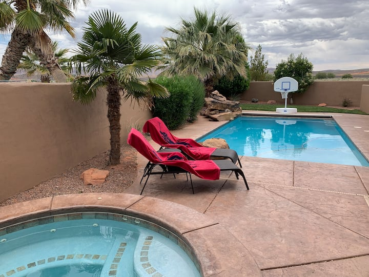 3 Bedroom Home with Private Pool and Hot Tub