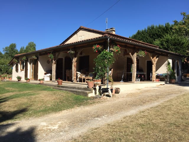 Great family holiday home with pool - Razac-de-Saussignac - Vila