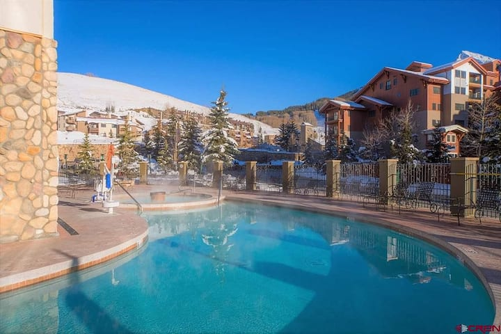 GRAND LODGE 514-- at the Ski Base Village!