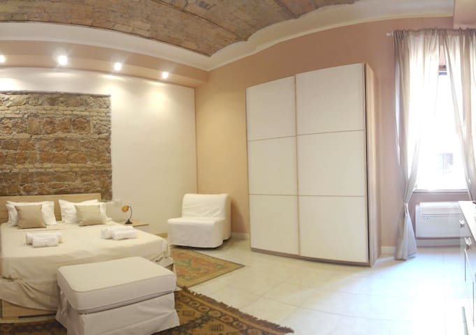 Elegant Apartment near Colisseum WiFi - A/C - Roma