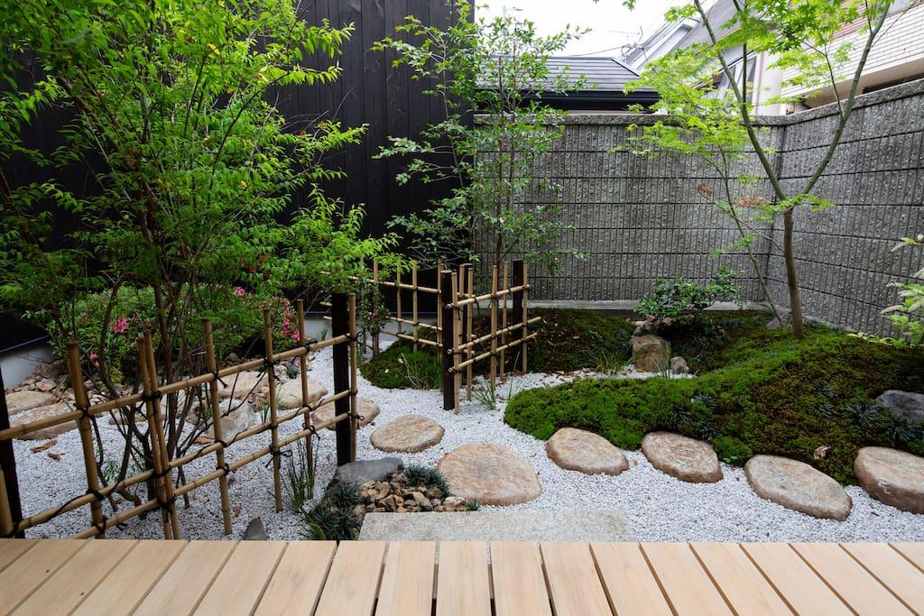 庭 yard