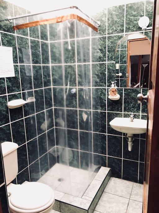 Baño privado de la habitación alta